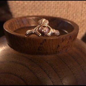 Jewelry - 10k gold claddagh ring